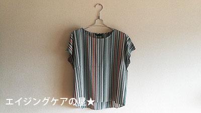 二の腕が細く見えるTシャツ「縦縞×ゆったり身ごろ+袖+丈」がおすすめ!